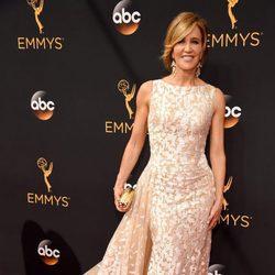 Felicity Huffman en la alfombra roja de los Premios Emmy 2016