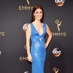 Shiri Appleby en la alfombra roja de los Premios Emmy 2016