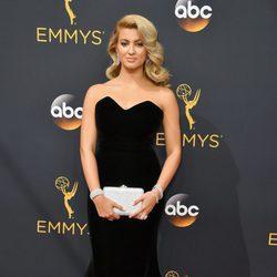 Tori Kelly en la alfombra roja de los Premios Emmy 2016