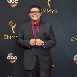 Rico Rodriguez en la alfombra roja de los Premios Emmy 2016