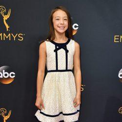 Aubrey Anderson-Emmons en la alfombra roja de los Premios Emmy 2016