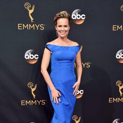 Melora Hardin en la alfombra roja de los Premios Emmy 2016
