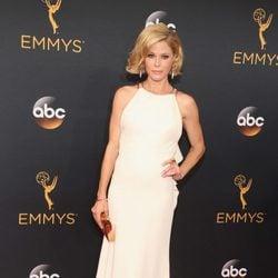 Julie Bowen en la alfombra roja de los Premios Emmy 2016