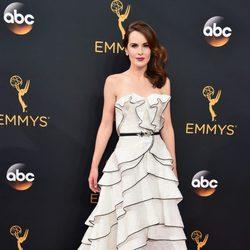 Michelle Dockery en la alfombra roja de los Premios Emmy 2016