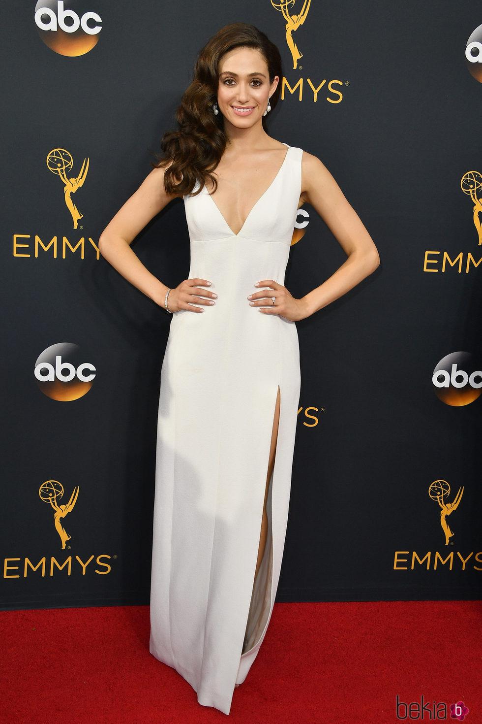 Emmy Rossum en la alfombra roja de los Premios Emmys 2016