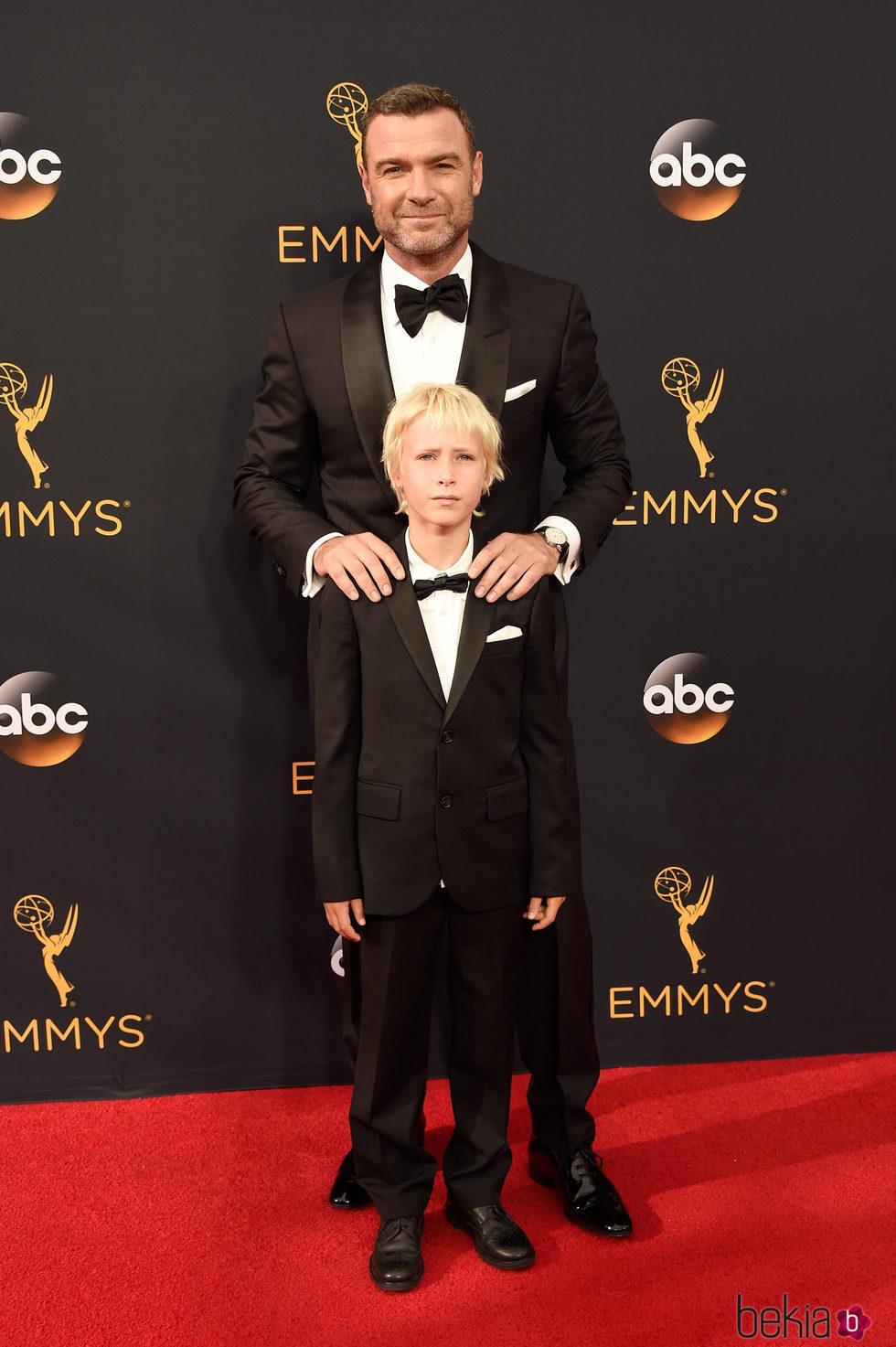 Liev Schreiber en la alfombra roja de los Premios Emmy 2016