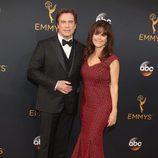 John Travolta y Kelly Preston en la alfombra roja de los Premios Emmy 2016