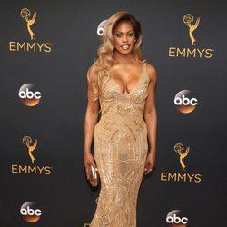 Laverne Cox en la alfombra roja de los Premios Emmy 2016