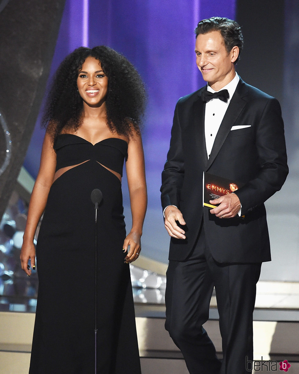 Kerry Washington y Tony Goldwyn en la gala de los Emmy 2016