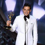 Rami Malek recogiendo el premio a Mejor actor de drama en los Emmy 2016
