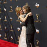 Felicity Huffman y  William H. Macy muy cariñosos en la alfombra roja de los Premios Emmy 2016