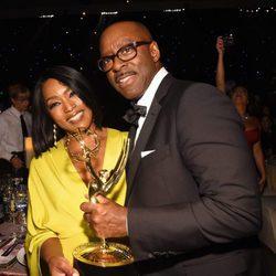 Angela Bassett y Courtney B. Vance en la fiesta celebrada tras los Premios Emmy 2016