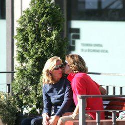 Feliciano López besa a Alejandra Prat
