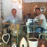 Boris Izaguirre y Toño Sanchís comiendo juntos