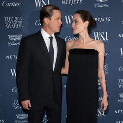Brad Pitt y Angelina Jolie muy acaramelados en la entrega de premios de la revista the WSJ Magazine Innovator