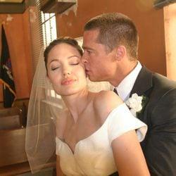 Brad Pitt y Angelina Jolie el día de su boda