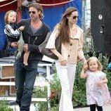 Brad Pitt y Angelina Jolie en Londres con Knox y Vivienne