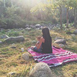 Raquel del Rosario con su hijo Mael en Three Rivers