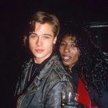 Brad Pitt con Sinitta a finales de los 80