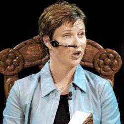 Marta Luisa de Noruega leyendo un cuento infantil en televisión