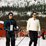 Marta Luisa de Noruega y Ari Behn esquiando