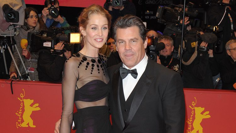 Josh Brolin y Kathryn Boyd en la premiere de 'Caesar!' en el Festival de Cine de Berlín 2015
