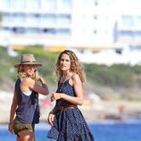 Elsa Pataky y su cuñada Silvia Serra en Formentera