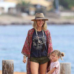 Elsa Pataky y su hija India Hemsworth en Formentera