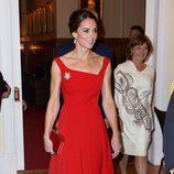 Kate Middleton, radiante con un vestido rojo en una recepción en Canadá