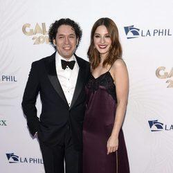 María Valverde y Gustavo Dudamel en el concierto filarmónico de Walt Disney