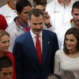 La Infanta Elena y los Reyes Felipe y Letizia en la audiencia a los medallistas olímpicos y paralímpicos de Rio 2016