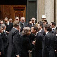 Los Reyes Juan Carlos y Sofía con Alessandro Lequio en el funeral de la Infanta Beatriz