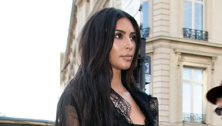Kim Kardashian a punto de ser atacada por un agresor