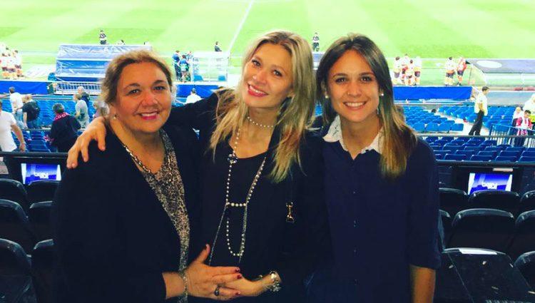 Carla Pereyra con su madre y su hermana el día antes de dar a luz
