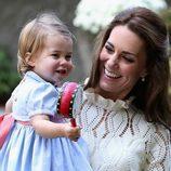 Kate Middleton y la Princesa Carlota muy felices en un parque de Victoria en Canadá