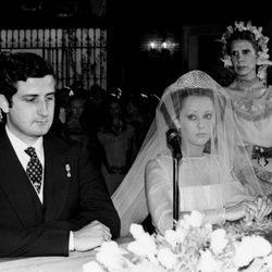 Alfonso Martínez de Irujo y María de Hohenlohe en su boda