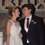 Marta Hazas y Javier Veiga mirándose muy cómplices el día de su boda