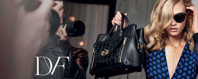 Karlie Kloss es la protagonista de Secret Agent su colección de bolsos para 2015