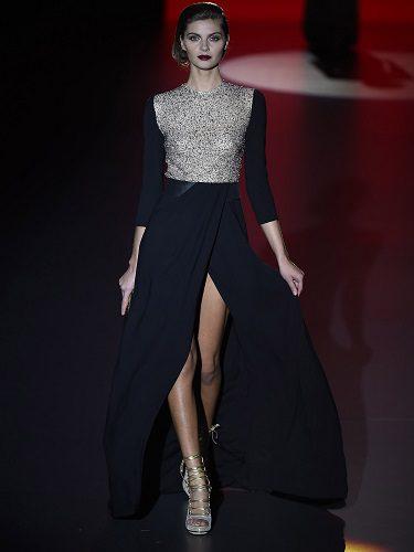 Modelo de vestido de noche con la silueta femenina característica