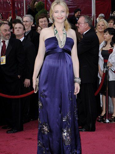 Cate Blanchett lucía embarazo en un Dries Van Noten en los Oscar 2008