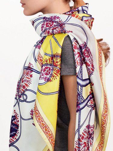 Carré de seda con estampados florales y coloridos