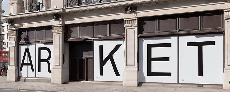 La fachada de ARKET en Londres