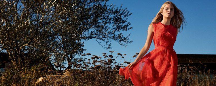 Anna Ewers es una de las pocas que repite en fragancia y colección textil