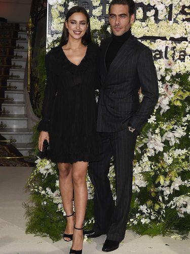 Los modelos Irina Shayk y Jon Kortajarena en el 20 aniversario de Intimissimi en Madrid