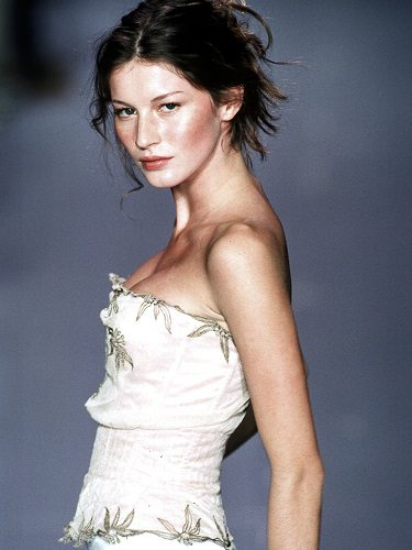 Giselle Bündchen en la Paris Fashion Week para Chloé, 1998