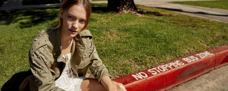 Look juvenil de la colección verano 2017 de Bershka