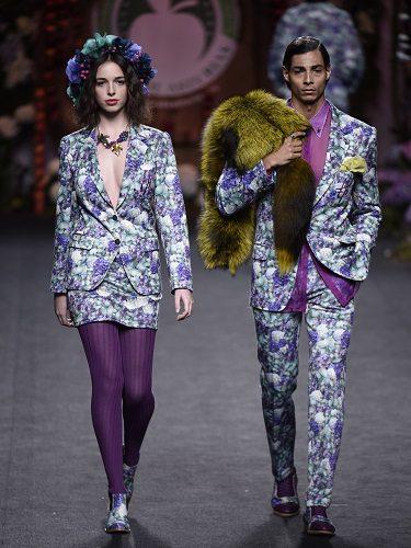 Su estilo se basa en la excentricidad, la modernidad, la vanguardia y la tradición