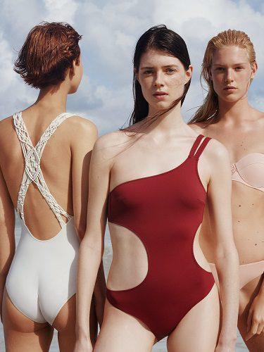 Bañadores de corte asimétrico y con escotes de espalda de la colección de baño para verano 2017