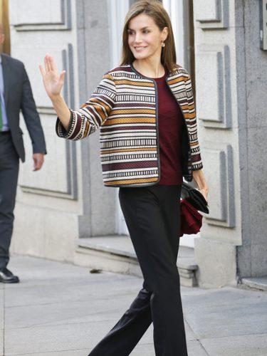 La Reina Letizia con una chaqueta de Uterqüe