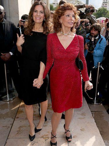 Sofía Loren y Roberta Armani en la Semana de la Alta Costura de París (2014)